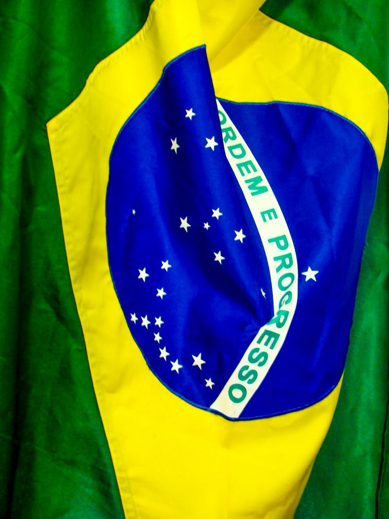 Andre-Maceira-brazil-flag-close-up-green-yellow-blue-ordem-e-progresso_edited