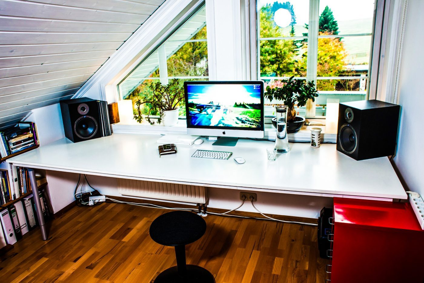 A white table for your home office techacute - Interior design office table ...