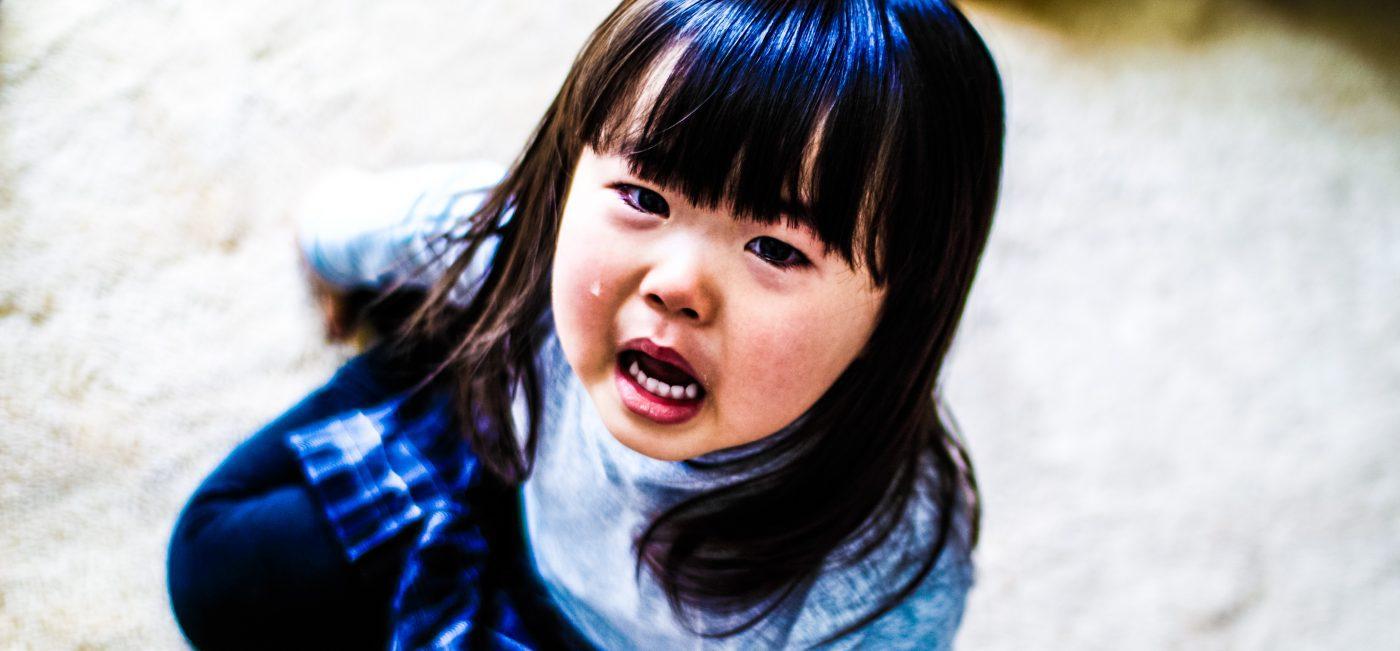 MIKI-Yoshihito-Manipulation-Japanese-Girl-Crying-Floor-Child-Photography-Technique_edited