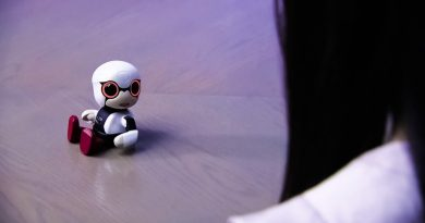 Toyota Works on a Tiny Companion Robot Called Kirobo Mini [Video]