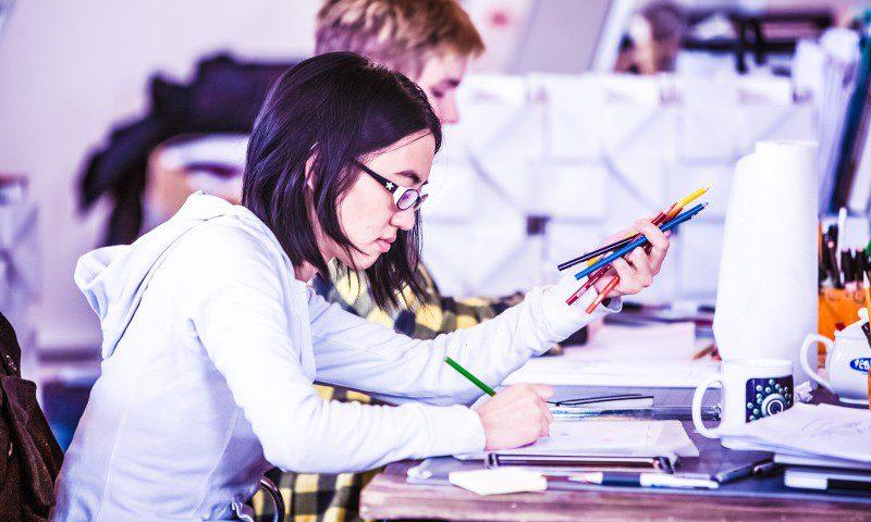 Navigator Paper App Demand Usage Digital Ideation Brainstorming Idea Concept Challenge Prize Young Girl Sketching Design