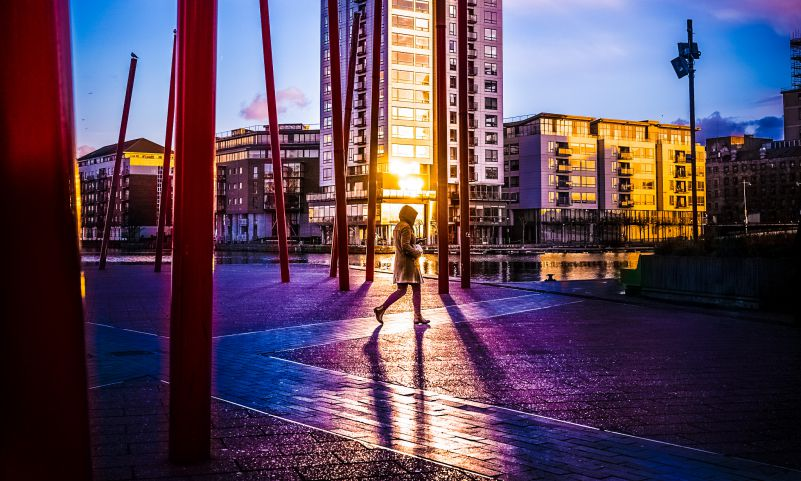 Ireland Dublin Walking Woman Sunset Morning Dusk Rainy Cold Technology IT Machine Article