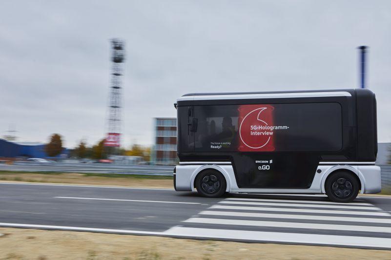 Das-erste-5G-Hologramm-im-fahrenden-Auto