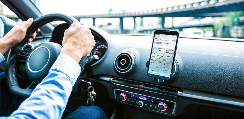 2018_product-image_WEBFLEETmobile in car_EN_edited