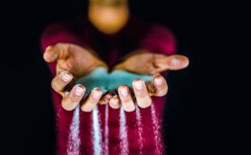 Salty-Salt-Bad-Reichenhaller-AR-Shazam-News-Digital-Marketing-Project-Campaign-Transformation-Holding-Pouring-Hands-No-Head