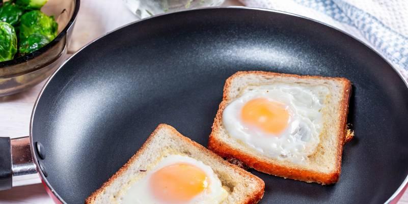 Teflon Coating Frying Pan Toast Eggs Sunny Side Up