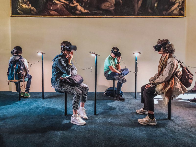 VR Headsets Used In Museum Cyber Virtual Exhibition AI Pro Cons