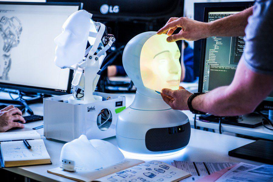 Replacing a mask Furhat Robotics