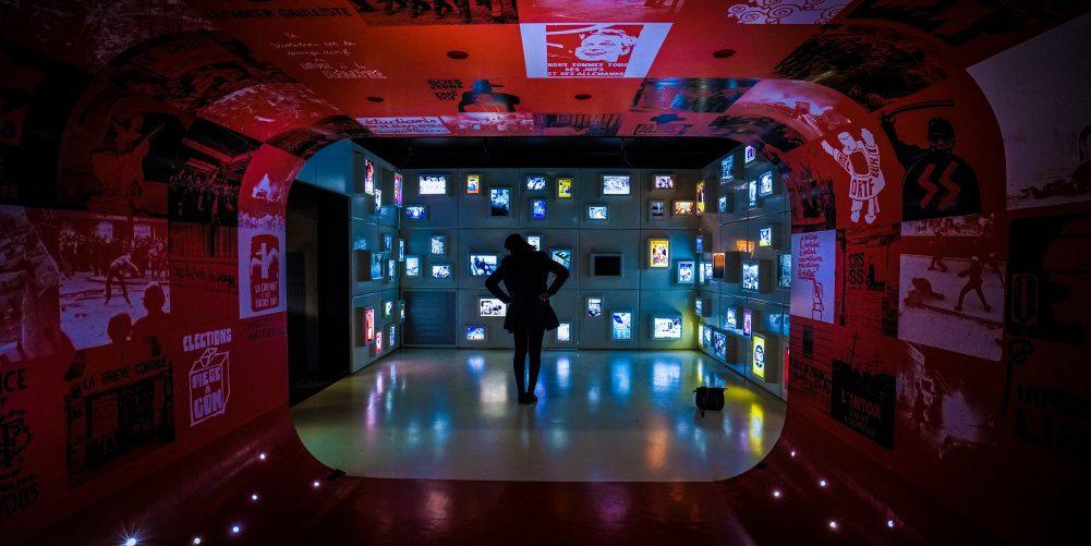 Cisco Cybersecurity Photo Woman Exhibition Art Technology